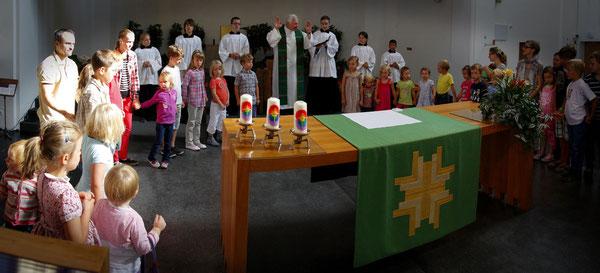 Vater Unser Kreis beim Altar