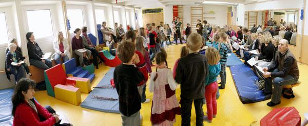 Palsonntag - Kinderwortgottesdienst im Bewegungsraum des Kindergartens