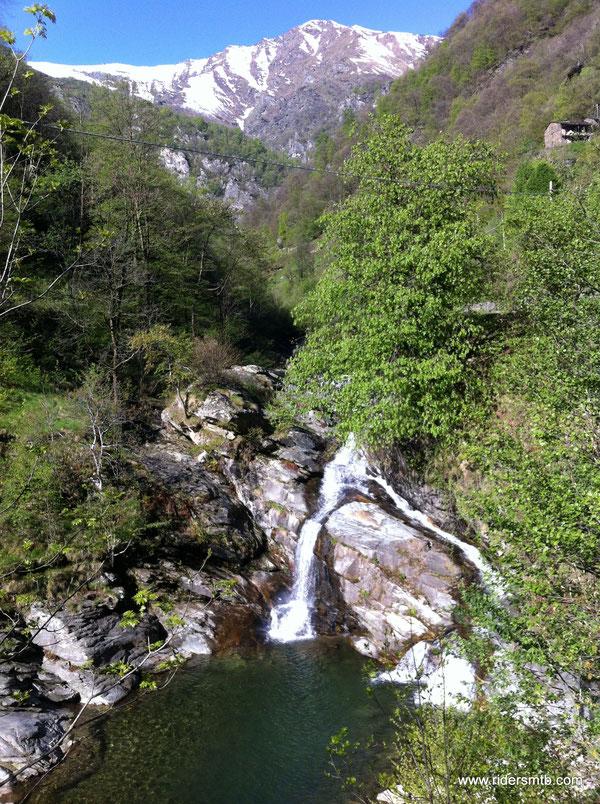 il fiume Angrogna e le sue piscine naturali
