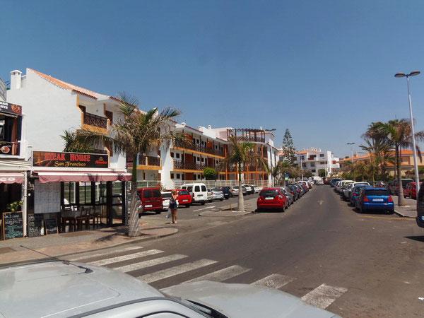 Geschäftstraße Puerto de Santiago