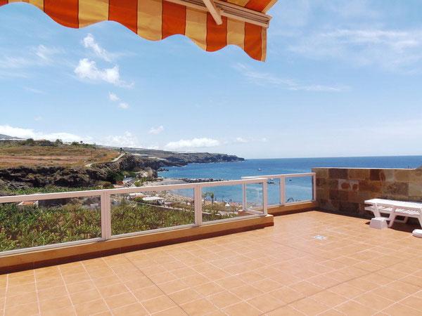 Aussicht auf das Meer vom neuwertigen Penthausapartment mit Panoramablick