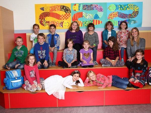 Klasse 3a mit ihrer Lehrerin Stefanie Mauracher