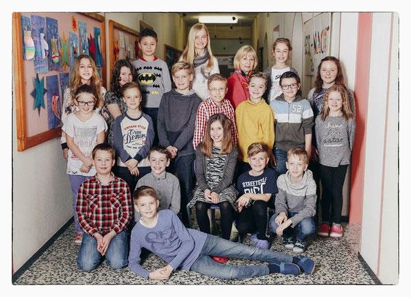 4. Klasse mit ihrer Lehrerin Eva Arledter-Krendl