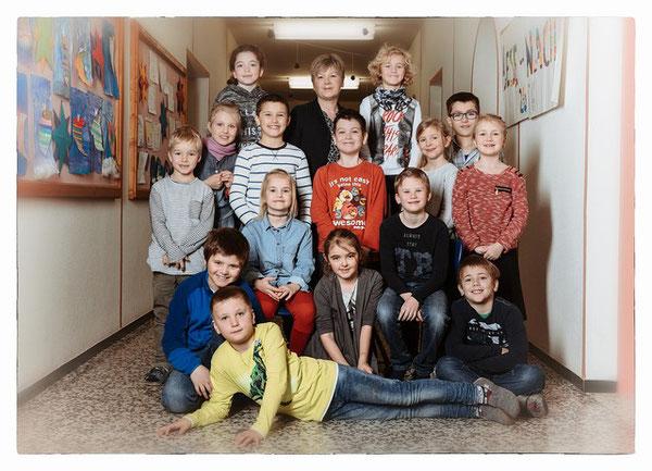 Klasse 2a mit ihrer Lehrerin Elfi Schwaighofer