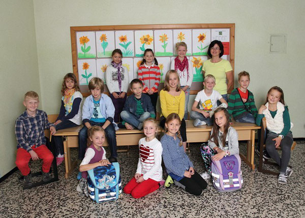 Klasse 3b mit ihrer Lehrerin Irene Jungmann
