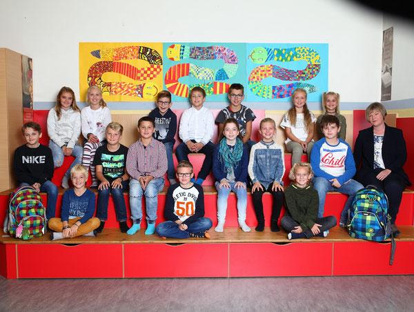 Klasse 4a mit ihrer Klassenlehrerin Elfi Schwaighofer