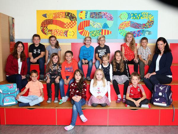 Klasse 2b mit Klassenlehrerin Fabienne Bretterklieber und Judith Stock