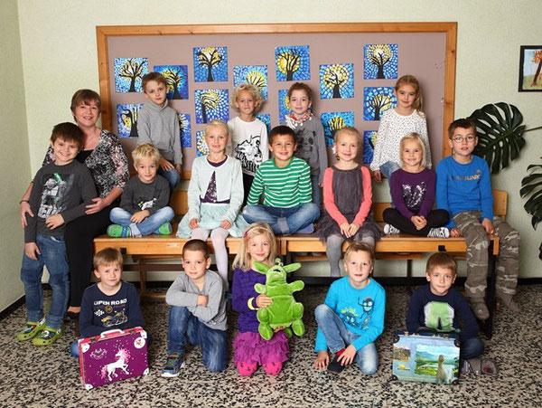 Klasse 1a mit ihrer Klassenlehrerin Elfi Schwaighofer