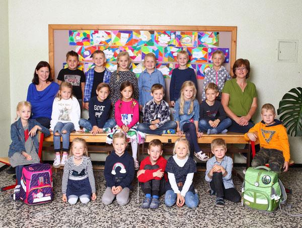 Klasse 1a mit den Lehrerinnen Irene Jungmann und Claudia Reiter
