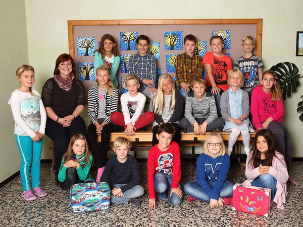 Klasse 4b mit ihrer Klassenlehrerin Claudia Ehammer