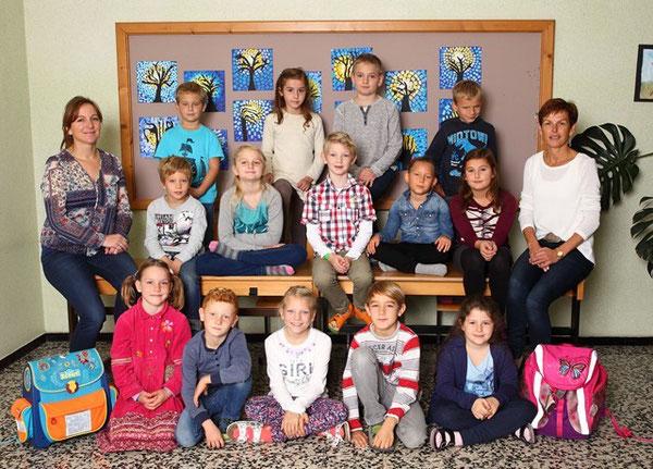 Klasse 2b mit ihren Lehrerinnen Marianne Mair und Maria Funk-Rupprechter