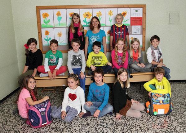 Klasse 4a mit ihrer Lehrerin Nina Plattner