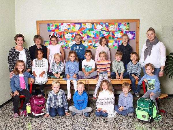Klasse 1b mit Anna Seirer, Elfi Schwaighofer und Margit Ritzer