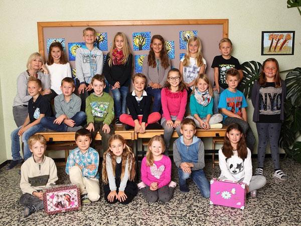 3. Klasse mit ihrer Klassenlehrerin Eva Arledter-Krendl
