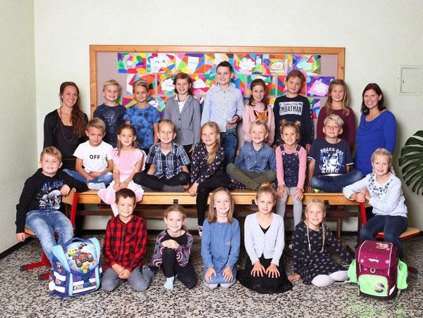 2. Klasse mit den Lehrerinnen Julia Sieberer-Kasif und Claudia Reiter