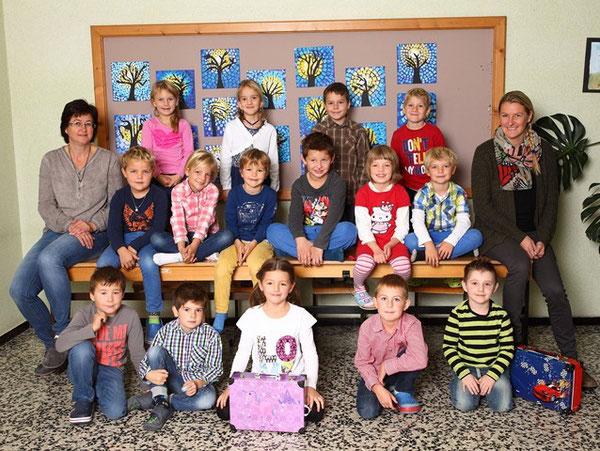 Klasse 1b mit ihren Lehrerinnen Irene Jungmann und Tanja Aschenbrenner Giacchino
