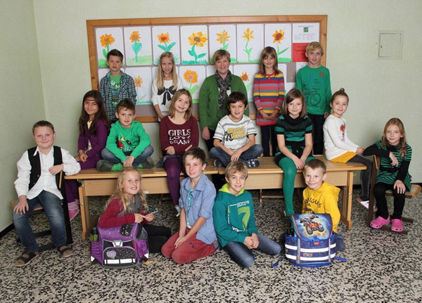Klasse 3a mit ihrer Lehrerin Elfi Schwaighofer