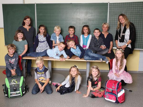 Klasse 1a mit ihren Lehrerinnen Tanja Aschenbrenner Giacchino & Claudia Reiter & der Schulassistentin Sonja Flatschart