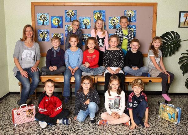 Klasse 2a mit ihrer Klassenlehrerin Christina Plattner