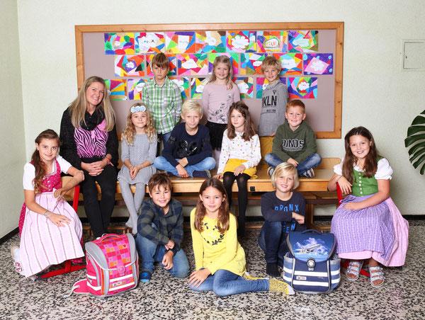 Klasse 3a mit ihrer Klassenlehrerin Tanja Aschenbrenner Giacchino