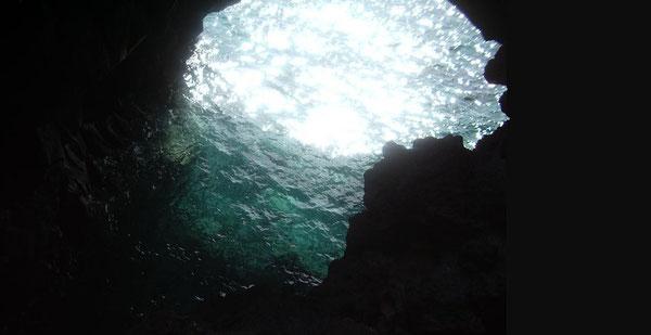 Submarinismo en las grutas volcánicas de Hawaii