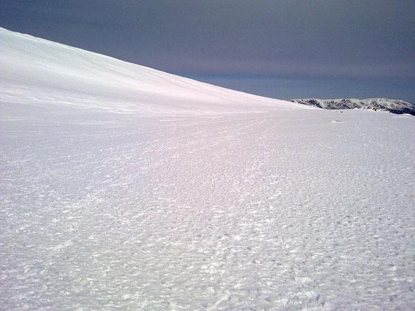 Fulgores violáceos en los desiertos de hielo