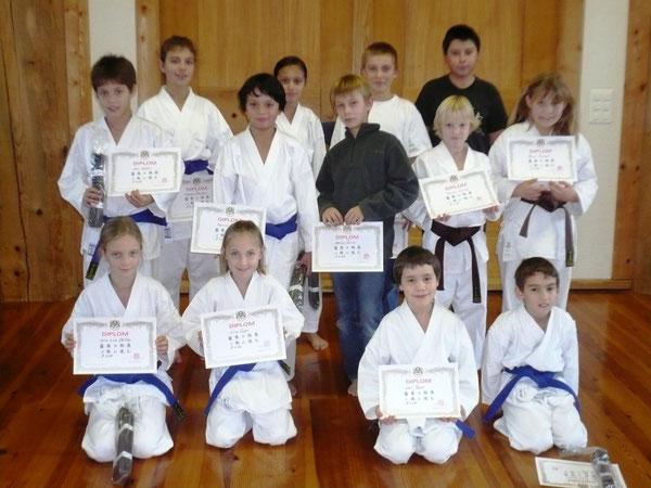 Gruppenbild Kinder Oberstufe Kyu-Prüfung Dez. 09