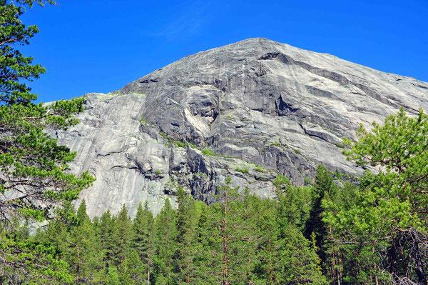 Ein gewaltiger Granitklotz - das Hægefjell!