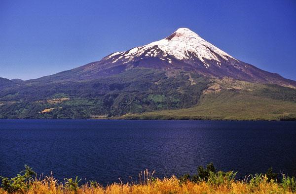 Der Volcano Osorno mit dem Llanquihue Lake im Vordergrund.