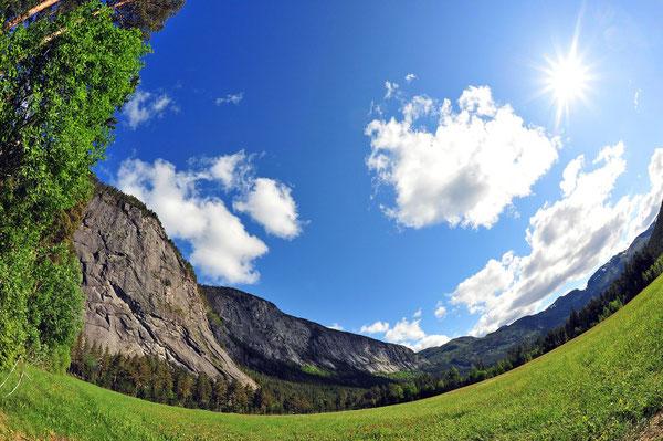 Sonne, grüne Wiesen und riesige Granitwände - Setesdal pur!
