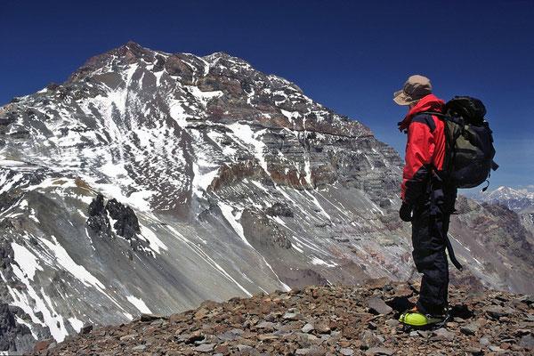Der Aconcagua vom Gipfel des Cerro Cuerno aus gesehen.
