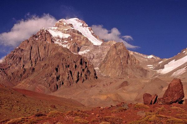 Der Aconcagua von kurz vor Plaza Argentina  aus gesehen.