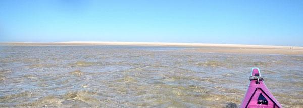Semblant de mirage : Est-ce l'eau qui progresse ou le sable qui se déplace ?  ©FredG