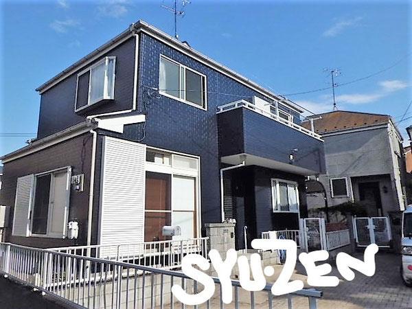 横浜市中区本郷町。 外壁塗装と屋根塗装。濃いブルーに白サッシがよく似合う。