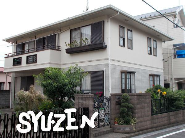 横浜市中区上野町。 ○○様邸の外壁塗装と屋根塗装。明るめの2色塗です。