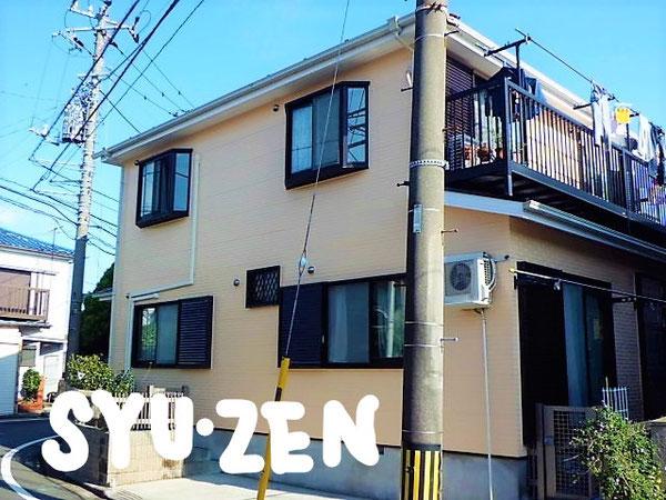 横浜市中区本郷町。 クリーム色の外壁塗装と屋根塗装。
