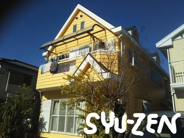素敵な黄色。とんがり屋根が良く似合います。