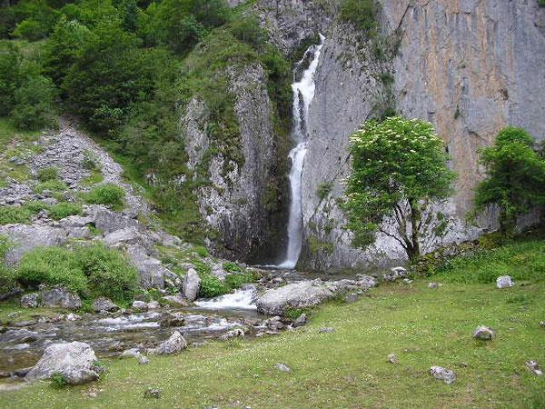 La Cascade de Sanchèse,  à découvrir en toutes saisons !
