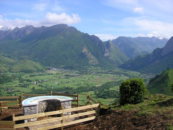 La Table d'orientation du Bugala offre une vue de choix sur le Vallon et les montagnes environnantes.
