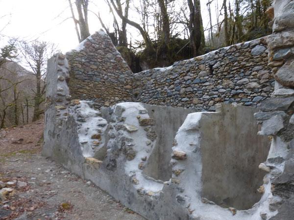 Les parements intérieurs et extérieurs restaurés des Thermes de Chechit