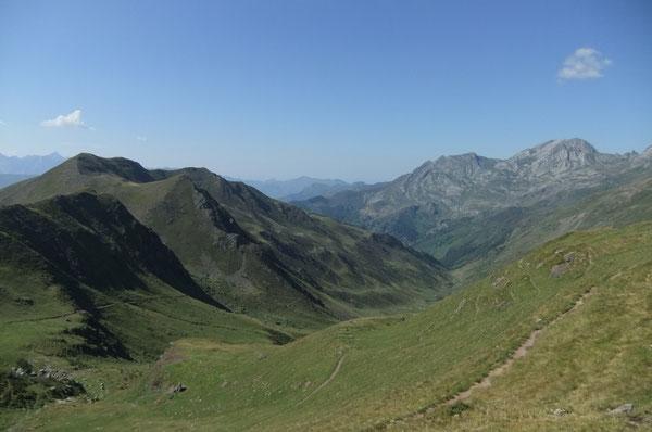 Les profondeurs de la Vath de Cencors depuis le Col d'Ayous.