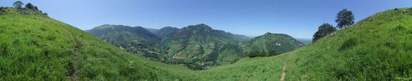 Panorama sur la Basse Vallée d'Aspe depuis les crêtes de Saudarie à Lourdios