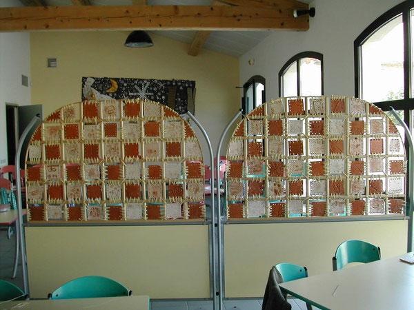 Paravent dans la cantine de l'école maternelle d'Alleins