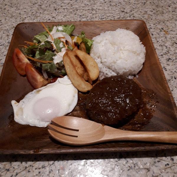 白子玉ねぎ&石井食品がコラボした。白子玉葱ハンバーグの〰ロコモコプレート800円この夏の目玉商品です🎵
