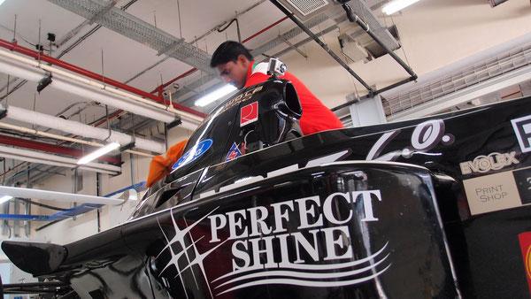 「PERFECT SHINE」は、サーキットの現場で大活躍。