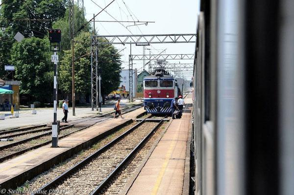 1141 379 im Bahnhof Strizivojna-Vrpolje (17. Juli 2011)