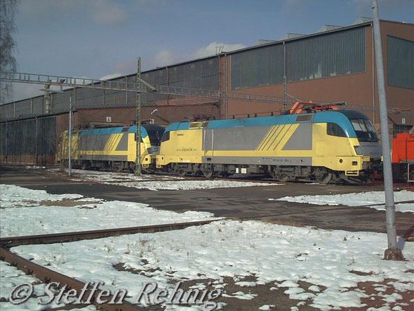 ES 64 U2 024 (182 524-9) und ES 64 U2 025 (182 525-7) der ex.KEG kurz vor der Umklebung in boxXpress(Februar 2004)