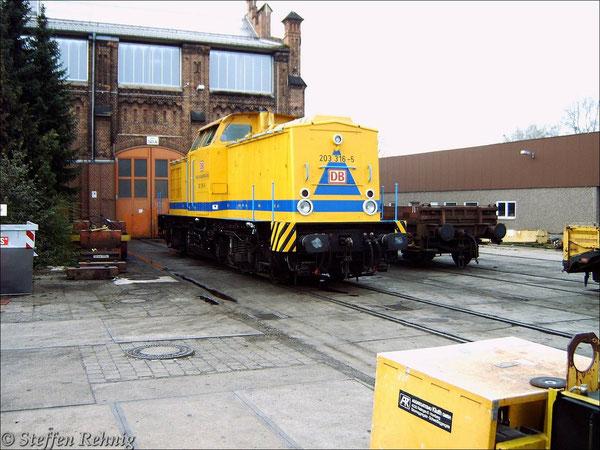 203 316-5 (ex. DR110 672-3) im Gleisbauhof Hannover-Ledeburg (13. April 2005)