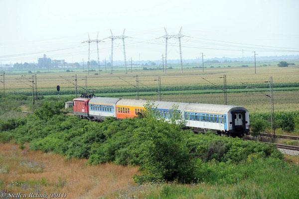 """Wir überfahren in einem langen Bogen die Strecke nach Novi Sad, auf dieser fährt ICS 541 """"Palić"""" Subotica - Beograd"""