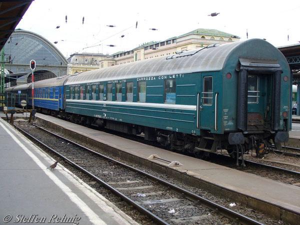 """RZD Schlafwagen Belgrad - Moskau am D 15 """"TISZA"""" in Budapest Keleti (Juni 2006)"""